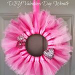 Valentine's Day Door Wreath – #DIY #Craft