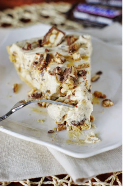 No-Bake Snickers Pie