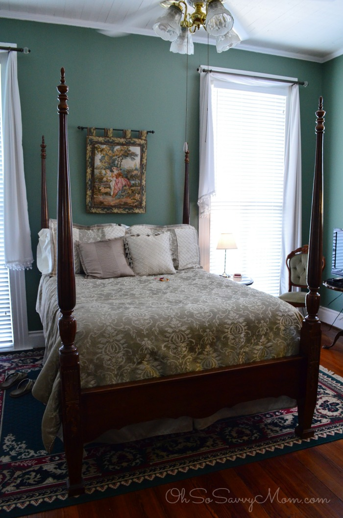 Sweet Cane Inn Azalea Bedroom